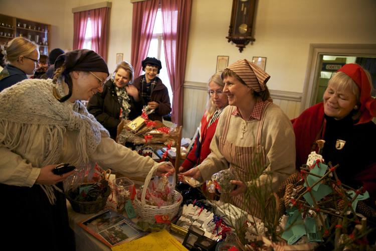 Porvoon matkailuoppaat joulumarkkinat Palokunnantalolla