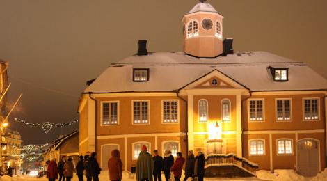Porvoon Matkailuoppaat, joulukierrokset lähtevät Raatihuoneentorilta