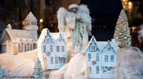 joulun taikaa Porvoon jouluikkunoissa