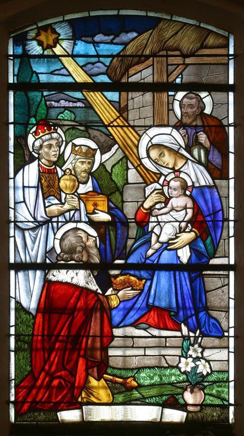Itämaan tietäjät Marian ja Jeesus-lapsen luona, lasimaalaus