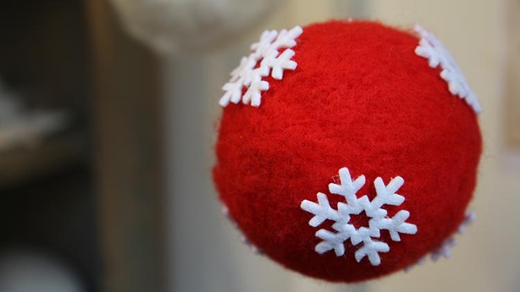 punainen huopa-joulupallo