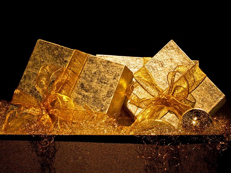 Kultaiset lahjapaketit