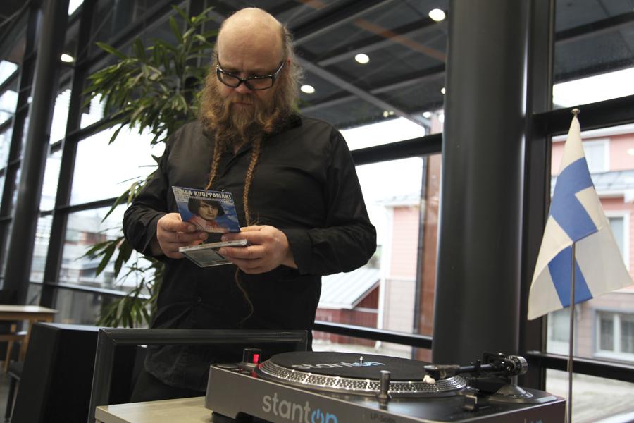 Kirjastovirkailija Lasse Rantanen Kirjastotanssit Suomi 100 Etkot 5.12.2017
