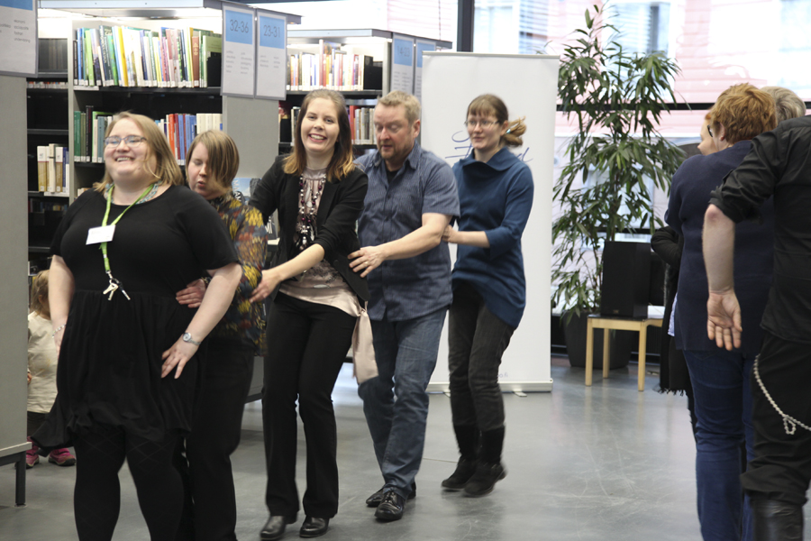 Letkajenkka Suomi 100 etkot Porvoon pääkirjasto 5.12.2017 Kirjastotanssit
