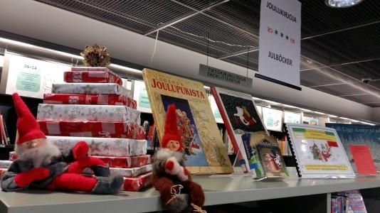 Porvoon pääkirjasto, lastenosaston joululukemista.