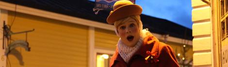 Täti Monika ja Saiturittaren joulu on vaellusnäytelmä Porvoossa.