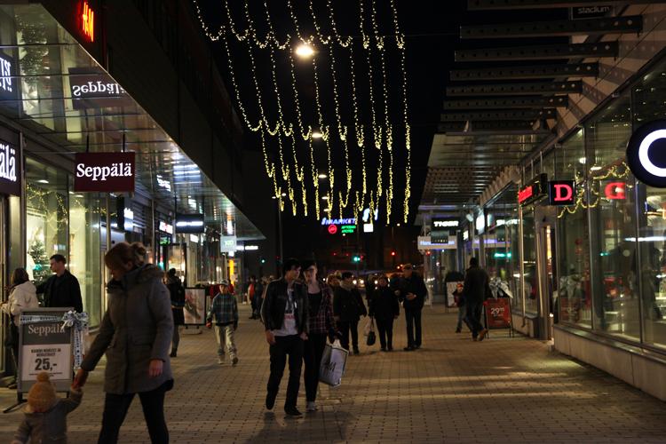Porvoon Taidetehtaan kauppakuja houkuttelee erityisesti nuoria shoppailijoita.