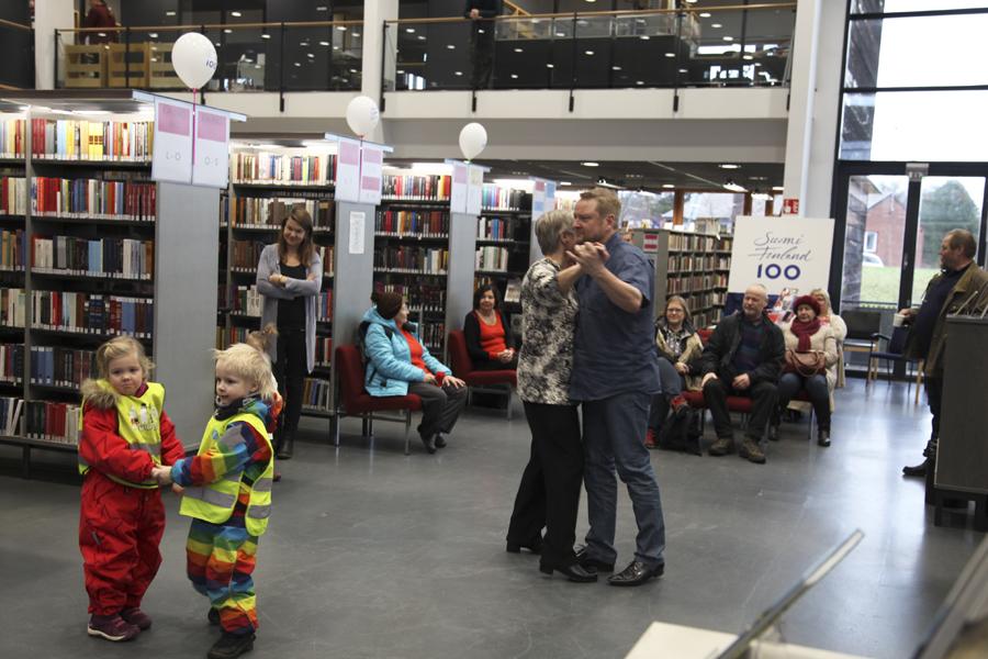 Porvoon kirjastotanssit Suomi 100 etkot 5.12.2017