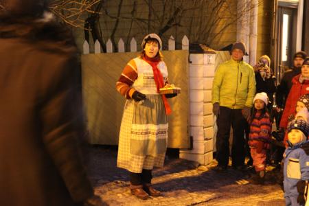 Saiturittaren joulu - vaellusnäytelmä Vanhassa Porvoossa