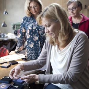 Heta Salmi Suomi100-juhlavuoden koru Ajan Virta