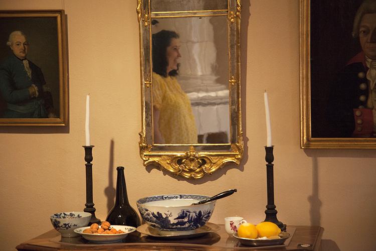 Herrainhuoneen punssipöytä Holmin talossa.