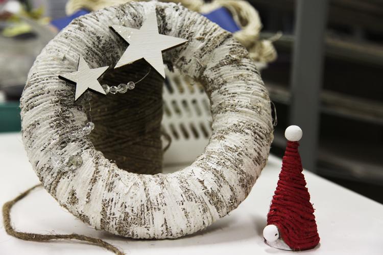 Joulukranssi ja joulutonttu