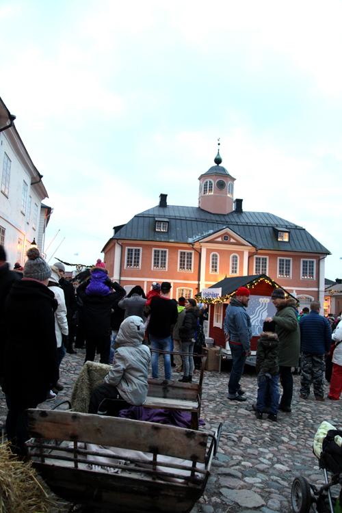 Väentungosta Porvoon Vanhalla raatihuoneentorilla Porvoon joulun avajaisissa 2015.